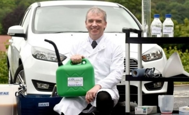 Carro faz primeira viagem com combustível feito de uísque