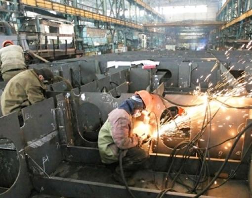 Produtividade na indústria brasileira cresce 0,9%, mostra estudo da CNI
