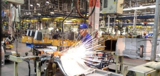 Indústria de SP gera 500 vagas em março e 12 mil postos no trimestre