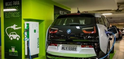 As vantagens ambientais de carros a etanol contra carros elétrico