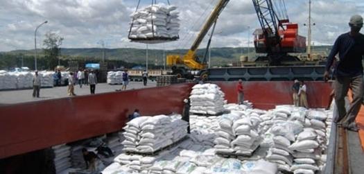 Exportação de açúcar do Brasil despenca com usinas focadas em etanol