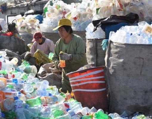 Mais de 31 toneladas de plástico são usadas diariamente na China. Destas, 74% não são processadas corretamente (foto: divulgação DW)