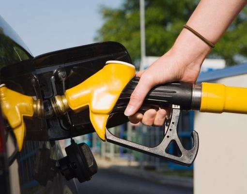 Mudança em impostos sobre combustíveis deve ser discutida na reforma tributária, diz ministro