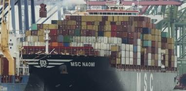 Após queda do PIB, governo quer incentivar exportações. Indústria teme invasão de produtos chineses