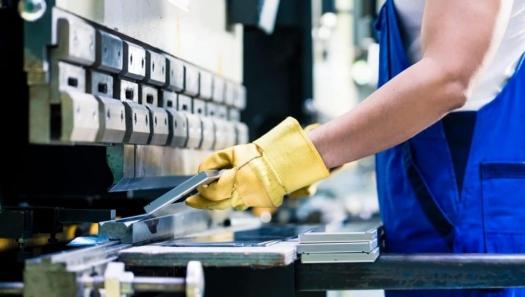 Após dois meses de queda, produção industrial sobe 7% em maio
