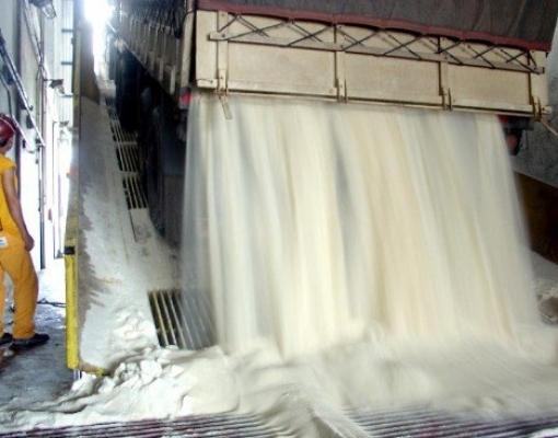 Exportações brasileiras de açúcar têm alta de 111% em setembro